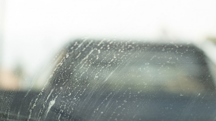 Dirty windshield, dirty glass, smears, glass cleaning, windshield, residue, RO treatment, water spots, soap smear