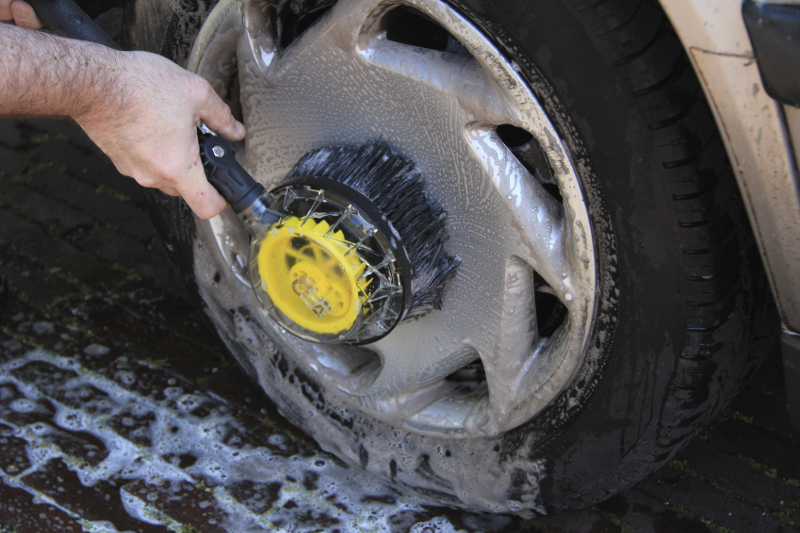 tire shine, cleaning wheels, washing wheels, washing tires, clean tires, brush, soap, cemical, wheel cleaning, tire cleaning, brake dust
