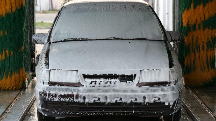 automated carwashing, automatic carwash, foam, soap, car, brush, rollers, brushes, carwash