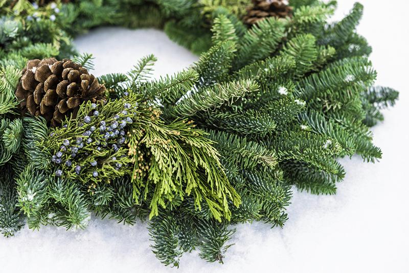 wreath, snow, holiday, holidays, winter