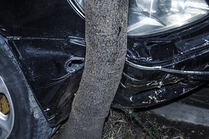 car crash, accident, runaway vehicle, tree