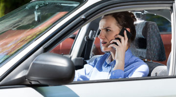 car, mobile phone, cellphone, talking, angry, woman
